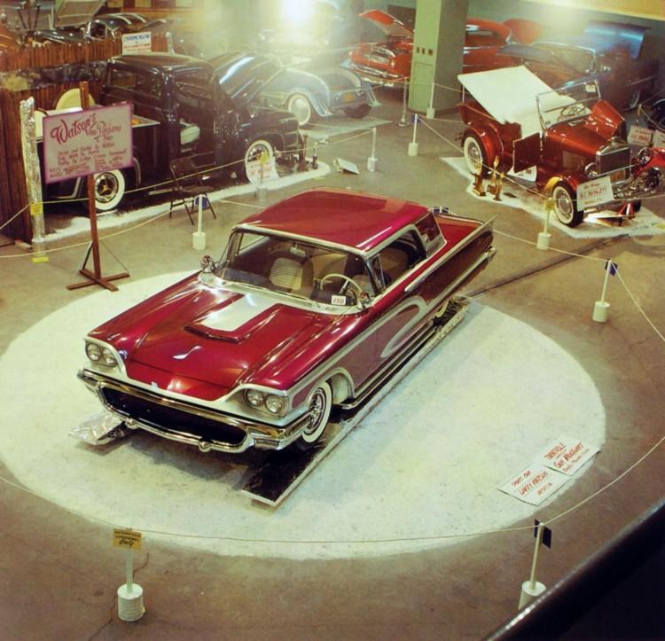 Watson's 1958 Thunderbird. Karossen modificeret af Barris Kustoms, og lakken påført af Watson selv.