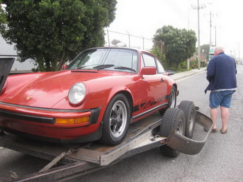 Jim i gang med at læsse min røde drømmebil