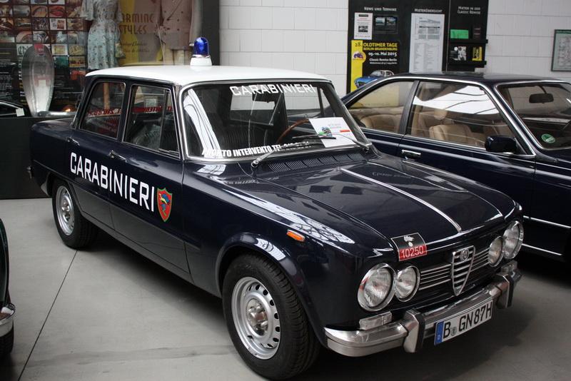 Lækker Alfa Romeo - Og med blink på taget. Mums...
