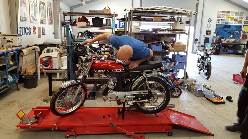 Flere besøg hos min ven, Ketil, som også roder Yamaha'er er det også blevet til. Man skal jo ikke glemme hyggen !